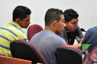 Javier Darío, de gris; Ismael, de amarillo, y Álvaro Tapias, al fondo, amigo de los Medina.