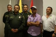 El alcalde Alejandro Char junto al director de la Policía, general Jorge Nieto, y el director del Fondo de Seguridad Ciudadana, Yesid Turbay. Detrás, el general Gonzalo Londoño, comandante de la Regional 8 de la Policía y el general Mariano Botero Coy, comandante de la Mebar.