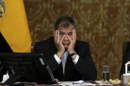 El presidente Rafael Correa gesticula durante la rueda de prensa de ayer, en Quito.