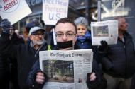 Concurrida estuvo la marcha contra el veto a algunos medios de comunicación, en Nueva York.