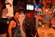 Yomaira Guerrero tiene archivados todos los objetos que guarda de su antigua vivienda en el barrio Don Bosco, en una pared de su actual hogar.