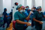 Imagen de las enfermeras que bailaron en el quirófano.