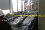 Aspecto de la placa que se cayó en la construcción.