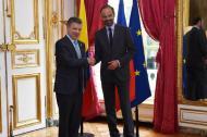 Presidente Juan Manuel Santos saluda al Primer Ministro de Francia, Édouard Philippe.