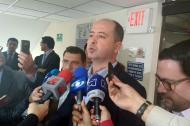 Marcos Pineda, alcalde de Montería, dialoga con los medios de comunicación.