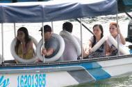Bote de Yovan Betancur con personas rescatadas.