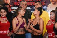 La colombiana Dayana Cordero (d) en el pesaje junto a Julieta 'la Zorrita' Cardozo.