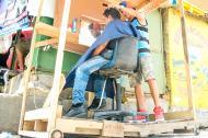 Jesús Castillo, de 18 años, tiene la Barbería Bachata en el Centro de Barranquilla.