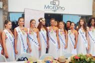 Candidatas nacionales del año anterior durante una reunión momentos previos al desfile de balleneras.