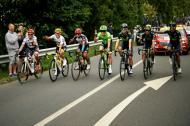 De izquierda a derecha aparecen: Jarlinson Pantano, Sergio Luis Henao, Darwin Atapuma, Rigoberto Urán, Carlos Betancur, Esteban Chaves y Nairo Quintana, durante el recorrido de la última etapa del Tour.