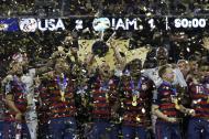 Los jugadores de Estados Unidos celebrando el título en la Copa de Oro tras vencer a Jamaica.
