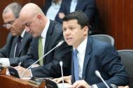 El senador Bernardo 'Noño' Elías durante un debate en el Congreso.