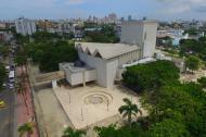 Imagen aérea del teatro Amira de la Rosa, cerrado hace más de un año.