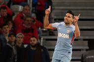 Radamel Falcao celebra uno de los tantos que marcó este viernes.