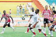 Junior y Santa Fe han protagonizado varios duelos históricos en el fútbol profesional colombiano.