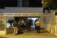 Policías en el domicilio asaltado la noche de ayer, en el barrio El Golf.