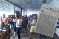 El grupo de colombianos durante una revista en el galpón que funciona como prisión en un comando de tránsito de la Policía en Caracas.