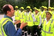 Fernando Isaza, secretario Distrital de Tránsito y Seguridad Vial de Barranquilla, dando órdenes a los nuevos orientadores.