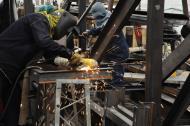 Trabajadores de una pequeña empresa del sector metalmecánico en Barranquilla.