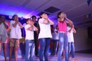 Presentación de teatro donde los niños pidieron cesar la violencia infantil en el país.