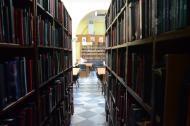 La biblioteca continúa siendo en Cartagena para 2.000 personas un lugar atractivo a cualquier hora del día .