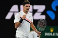 Roger Federer celebra su paso a la tercera ronda del Abierto de Australia.