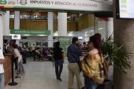 Contribuyentes del Impuesto Predial Unificado en las oficinas de la Alcaldía.