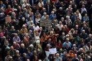 Miles de pensionados durante la marcha de este sábado en España.