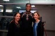 La estrella del fútbol mundial Didier Drogba fue recibido en Cartagena por la viceministra de Relaciones Exteriores, Patti Londoño y la viceministra de Asuntos Multilaterales, Adriana Mendoza,