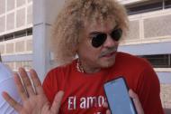 Carlos 'El Pibe' Valderrama entregando sus declaraciones a EL HERALDO.