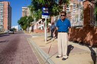 José Gabriel Garnica, un barranquillero en condición de discapacidad visual, utiliza el Transmetro a diario.