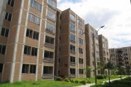 Un conjunto residencial  cerrado de edificios, con seis pisos cada uno.