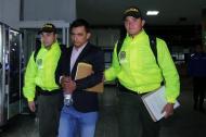 El abogado Ariel Ortega cuando era conducido a la sala de audiencias en los juzgado de Paloquemao.