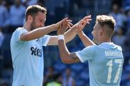 Ciro Immobile celebrando su gol con Stefan de Vrij