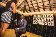 Dávinson Sánchez pidiéndole matrimonio a su novia.