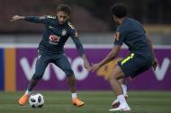 """""""Neymar está entrenando bien"""", dijo el mediocampista Fred en rueda de prensa."""