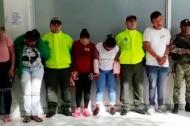 Los capturados en la redad en el barrio Las Flores.