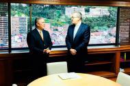 Iván Duque y Fernando Carrillo durante el encuentro.