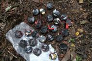 El campo minado estaba integrado por un cilindro bomba de 40 libras y 40 artefactos explosivos tipo mina antipersonal, compuestos por el explosivo pentolita, con baterías de 9 voltios y cable de cobre, en tubos de PVC.