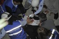 Óscar Rosales cuando era atendido por el personal de la brigada de emergencia del Congreso.