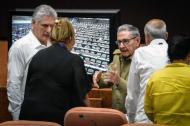 El presidente de Cuba, Manuel Díaz Canel, y el expresidente Raúl Castro, asistieron este domingo a la Asamblea Nacional.