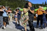 Pareja baila tango en festival dedicado a esta danza en Montenegro.