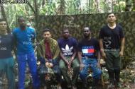 Los seis secuestrados en las fotografías enviadas por el Eln.