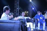 El escritor y fotógrafo samario Enrique Patiño, el Premio Nacional de Novela Roberto Burgos y el director de la FNPI, Jaime Abello, conversan sobre periodismo.