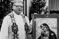 El sacerdote Arthur Perrault.