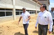 El alcalde Alejandro Char y el director del Sena, Carlos Mario Estrada, durante su visita a la sede de Villas de San Pablo.