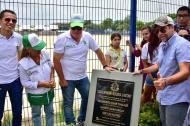 El alcalde Alejandro Char en la inauguración de la unidad deportiva. Lo acompaña el gerente de la ADI, Alberto Salah.