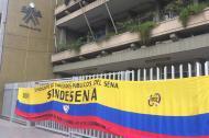 Bandera de Colombia en la protesta del Sindicato.