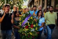 Con coronas mortuorias, los familiares y amigos de Albán recorrieron las afueras del Sebin