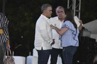 El presidente Duque habla con Eduardo Verano y Karen Abudinen.